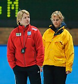 Subject: Edel Therese Høiseth, Sina Riedrich; Tags: Trainer, Coach, Betreuer, Sport, Sina Riedrich, NOR, Norway, Norwegen, Kampfrichter, Referee, Schiedsrichter, Unparteiischer, Punktrichter, Schiri, Umpire, Impartial arbitrator, Gesichter, Face, Close up, Antlitz, Konterfei, Visage, Eisschnelllauf, Speed skating, Schaatsen, Edel Therese Høiseth, Detail, Coaching; PhotoID: 2008-03-01-0699