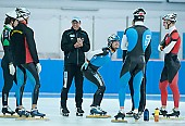 Subject: Bart Schouten, Jörg Dallmann, Stefan Heythausen Teambesprechung; Tags: Training, Preparation, Ausbildung, Vorbereitung, Breeding, Education, Trainer, Coach, Betreuer, Stefan Heythausen, Sport, Shorttrack, Short Track, Jörg Dallmann, Herren, Men, Gentlemen, Mann, Männer, Gents, Sirs, Mister, Gruppenfoto, Group shot, Gruppe, Gruppenbild, Gruppenaufnahme, Group photo, Gesichter, Face, Close up, Antlitz, Konterfei, Visage, GER, Germany, Deutschland, Eisschnelllauf, Speed skating, Schaatsen, Ehemalige, Detail, Coaching, Bart Schouten, Athlet, Athlete, Sportler, Wettkämpfer, Sportsman; PhotoID: 2008-07-30-0202
