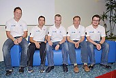 Subject: Bart Schouten, Jörg Dallmann, Marco Weber, Samuel Schwarz, Stefan Heythausen auf dem DKB-Sofa; Tags: Trainer, Coach, Betreuer, Stefan Heythausen, Sport, Samuel Schwarz, Pressekonferenz, Press conference, Media conference, Marco Weber, Jörg Dallmann, Herren, Men, Gentlemen, Mann, Männer, Gents, Sirs, Mister, Gruppenfoto, Group shot, Gruppe, Gruppenbild, Gruppenaufnahme, Group photo, Gesichter, Face, Close up, Antlitz, Konterfei, Visage, GER, Germany, Deutschland, Eisschnelllauf, Speed skating, Schaatsen, Ehemalige, Detail, Bart Schouten, Athlet, Athlete, Sportler, Wettkämpfer, Sportsman; PhotoID: 2008-10-30-0063