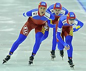 Subject: Claudiu Grozea, Cristian Mustăţea, Marian Cristian Ion; Tags: Team, Team Pursuit, Mannschaftslauf, Verfolgungsrennen, Jagdrennen, Mannschaftsverfolgung, Teamverfolgung, Sport, ROU, Romania, Rumänien, Marian Cristian Ion, Herren, Men, Gentlemen, Mann, Männer, Gents, Sirs, Mister, Eisschnelllauf, Speed skating, Schaatsen, Detail, Cristian Mustatea, Claudiu Grozea, Athlet, Athlete, Sportler, Wettkämpfer, Sportsman; PhotoID: 2008-11-16-1000