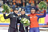 Subject: Claudia Pechstein, Daniela Anschütz-Thoms, Paulien van Deutekom; Tags: Sport, Siegerehrung, Victory ceremony, Preisverleihung, Ehrung, Award ceremony, Award, Prize Giving, Paulien van Deutekom, NED, Netherlands, Niederlande, Holland, Dutch, GER, Germany, Deutschland, Eisschnelllauf, Speed skating, Schaatsen, Ehemalige, Detail, Daniela Anschütz-Thoms, Damen, Ladies, Frau, Mesdames, Female, Women, Claudia Pechstein, Athlet, Athlete, Sportler, Wettkämpfer, Sportsman; PhotoID: 2009-01-10-2537