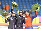 Subject: Claudia Pechstein, Daniela Anschütz-Thoms, Paulien van Deutekom; Tags: Sport, Siegerehrung, Victory ceremony, Preisverleihung, Ehrung, Award ceremony, Award, Prize Giving, Paulien van Deutekom, NED, Netherlands, Niederlande, Holland, Dutch, GER, Germany, Deutschland, Eisschnelllauf, Speed skating, Schaatsen, Ehemalige, Detail, Daniela Anschütz-Thoms, Damen, Ladies, Frau, Mesdames, Female, Women, Claudia Pechstein, Athlet, Athlete, Sportler, Wettkämpfer, Sportsman; PhotoID: 2009-01-11-0514