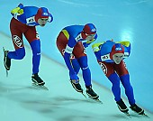 Subject: Cristian Mustăţea, Marian Cristian Ion, Valentin Antonio Anghel; Tags: Valentin Antonio Anghel, Team, Team Pursuit, Mannschaftslauf, Verfolgungsrennen, Jagdrennen, Mannschaftsverfolgung, Teamverfolgung, Sport, ROU, Romania, Rumänien, Marian Cristian Ion, Herren, Men, Gentlemen, Mann, Männer, Gents, Sirs, Mister, Eisschnelllauf, Speed skating, Schaatsen, Detail, Cristian Mustatea, Athlet, Athlete, Sportler, Wettkämpfer, Sportsman; PhotoID: 2009-02-01-0499