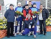 Subject: Aleksej Bondartsjuk, Roman Krech Das kasachische Team; Tags: Sport, Siegerehrung, Victory ceremony, Preisverleihung, Ehrung, Award ceremony, Award, Prize Giving, Roman Kretsj, KAZ, Kazakhstan, Kasachstan, Herren, Men, Gentlemen, Mann, Männer, Gents, Sirs, Mister, Gruppenfoto, Group shot, Gruppe, Gruppenbild, Gruppenaufnahme, Group photo, Eisschnelllauf, Speed skating, Schaatsen, Detail, Athlet, Athlete, Sportler, Wettkämpfer, Sportsman, Aleksej Bondartsjuk; PhotoID: 2009-03-01-0213