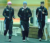 Subject: Bente Pflug, Felicitas Fettke, Justine Zeiske; Tags: Training, Preparation, Ausbildung, Vorbereitung, Breeding, Education, Sport, Justine Zeiske, GER, Germany, Deutschland, Felicitas Fettke, Eisschnelllauf, Speed skating, Schaatsen, Ehemalige, Detail, Damen, Ladies, Frau, Mesdames, Female, Women, Bente Kraus, Athlet, Athlete, Sportler, Wettkämpfer, Sportsman; PhotoID: 2009-03-07-0310