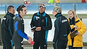 Subject: André Unterdörfel, Bart Schouten, Bob de Jong, Klaus Ebert, Melanie Symalla kurz nach der Disqualifikation von Bob; Tags: Trainer, Coach, Betreuer, Sport, NED, Netherlands, Niederlande, Holland, Dutch, Melanie Symalla, Klaus Ebert, Kampfrichter, Referee, Schiedsrichter, Unparteiischer, Punktrichter, Schiri, Umpire, Impartial arbitrator, Herren, Men, Gentlemen, Mann, Männer, Gents, Sirs, Mister, GER, Germany, Deutschland, Freude, Pleasure, Jubel, Lachen, Glücklich, Glück, Smile, Luck, Lucky, Emotion, Emotion, Gefühle, Empfindung, Sentiment, Feeling, Sensation, Passion, Eisschnelllauf, Speed skating, Schaatsen, Detail, Coaching, Bob de Jong, Bart Schouten, Athlet, Athlete, Sportler, Wettkämpfer, Sportsman, André Unterdörfel; PhotoID: 2009-10-10-0915