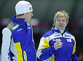 Subject: Edel Therese Høiseth, Johan Röjler; Tags: Trainer, Coach, Betreuer, Sport, SWE, Sweden, Schweden, NOR, Norway, Norwegen, Johan Röjler, Herren, Men, Gentlemen, Mann, Männer, Gents, Sirs, Mister, Gesichter, Face, Close up, Antlitz, Konterfei, Visage, Eisschnelllauf, Speed skating, Schaatsen, Edel Therese Høiseth, Detail, Coaching, Athlet, Athlete, Sportler, Wettkämpfer, Sportsman; PhotoID: 2009-11-14-0966