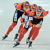 Subject: Jörg Dallmann, Stefan Heythausen, Tobias Schneider; Tags: Tobias Schneider, Team, Team Pursuit, Mannschaftslauf, Verfolgungsrennen, Jagdrennen, Mannschaftsverfolgung, Teamverfolgung, Stefan Heythausen, Sport, Jörg Dallmann, Herren, Men, Gentlemen, Mann, Männer, Gents, Sirs, Mister, GER, Germany, Deutschland, Eisschnelllauf, Speed skating, Schaatsen, Ehemalige, Detail, Athlet, Athlete, Sportler, Wettkämpfer, Sportsman; PhotoID: 2009-11-15-0951