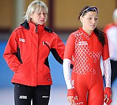 Subject: Aleksandra Goss, Ewa Białkowska-Krysiak; Tags: Trainer, Coach, Betreuer, Sport, POL, Poland, Polen, Ewa Bialkowska, Eisschnelllauf, Speed skating, Schaatsen, Damen, Ladies, Frau, Mesdames, Female, Women, Athlet, Athlete, Sportler, Wettkämpfer, Sportsman, Aleksandra Goss; PhotoID: 2010-10-23-0387
