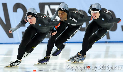 Brian Hansen, Jonathan Kuck, Shani Davis; Tags: USA, United States, Vereinigte Staaten von Amerika, Sport, Shani Davis, Jonathan Kuck, Herren, Men, Gentlemen, Mann, Männer, Gents, Sirs, Mister, Eisschnelllauf, Speed skating, Schaatsen, Brian Hansen, Athlet, Athlete, Sportler, Wettkämpfer, Sportsman; PhotoID: 2012-03-11-0369