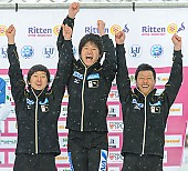 Subject: Junya Miwa, Masahito Oobayashi, Shota Nakamura; Tags: Sport, Siegerehrung, Victory ceremony, Preisverleihung, Ehrung, Award ceremony, Award, Prize Giving, Shouta Nakamura, Masahito Obayashi, Junya Miwa, JPN, Japan, Nippon, Herren, Men, Gentlemen, Mann, Männer, Gents, Sirs, Mister, Eisschnelllauf, Speed skating, Schaatsen, Detail, Athlet, Athlete, Sportler, Wettkämpfer, Sportsman; PhotoID: 2013-02-24-0459