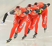 Subject: Guojun Tian, Longjiang Sun, Yan Liu; Tags: Guojun Tian, Eisschnelllauf, Speed skating, Schaatsen, CHN, China, Volksrepublik China, Athlet, Athlete, Sportler, Wettkämpfer, Sportsman, Herren, Men, Gentlemen, Mann, Männer, Gents, Sirs, Mister, Longjiang Sun, Sport, Yan Liu; PhotoID: 2013-12-07-0870