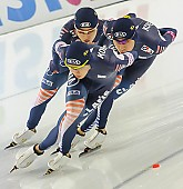 Subject: Cheol-Min Kim, Hyeong-Joon Joo, Seung-Hoon.88 Lee; Tags: Eisschnelllauf, Speed skating, Schaatsen, Detail, Cheol-Min Kim, Athlet, Athlete, Sportler, Wettkämpfer, Sportsman, Herren, Men, Gentlemen, Mann, Männer, Gents, Sirs, Mister, Hyeong-Joon Joo, KOR, South Korea, Südkorea, Seung-Hoon Lee, Sport, Team, Team Pursuit, Mannschaftslauf, Verfolgungsrennen, Jagdrennen, Mannschaftsverfolgung, Teamverfolgung; PhotoID: 2013-12-07-1037