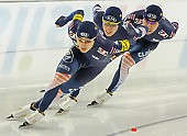 Subject: Cheol-Min Kim, Hyeong-Joon Joo, Seung-Hoon.88 Lee; Tags: Eisschnelllauf, Speed skating, Schaatsen, Detail, Cheol-Min Kim, Athlet, Athlete, Sportler, Wettkämpfer, Sportsman, Herren, Men, Gentlemen, Mann, Männer, Gents, Sirs, Mister, Hyeong-Joon Joo, KOR, South Korea, Südkorea, Seung-Hoon Lee, Sport, Team, Team Pursuit, Mannschaftslauf, Verfolgungsrennen, Jagdrennen, Mannschaftsverfolgung, Teamverfolgung; PhotoID: 2013-12-07-1056
