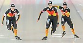 Subject: Claudia Pechstein, Jennifer Bay, Monique Angermüller; Tags: Athlet, Athlete, Sportler, Wettkämpfer, Sportsman, Claudia Pechstein, Damen, Ladies, Frau, Mesdames, Female, Women, Detail, Eisschnelllauf, Speed skating, Schaatsen, GER, Germany, Deutschland, Jennifer Bay, Monique Angermüller, Sport, Team, Team Pursuit, Mannschaftslauf, Verfolgungsrennen, Jagdrennen, Mannschaftsverfolgung, Teamverfolgung; PhotoID: 2013-12-08-0671