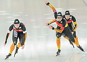 Subject: Claudia Pechstein, Jennifer Bay, Monique Angermüller; Tags: Athlet, Athlete, Sportler, Wettkämpfer, Sportsman, Claudia Pechstein, Damen, Ladies, Frau, Mesdames, Female, Women, Detail, Eisschnelllauf, Speed skating, Schaatsen, GER, Germany, Deutschland, Jennifer Bay, Monique Angermüller, Sport, Team, Team Pursuit, Mannschaftslauf, Verfolgungsrennen, Jagdrennen, Mannschaftsverfolgung, Teamverfolgung; PhotoID: 2013-12-08-0672