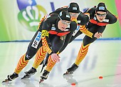 Subject: Claudia Pechstein, Jennifer Bay, Monique Angermüller; Tags: Athlet, Athlete, Sportler, Wettkämpfer, Sportsman, Claudia Pechstein, Damen, Ladies, Frau, Mesdames, Female, Women, Detail, Eisschnelllauf, Speed skating, Schaatsen, GER, Germany, Deutschland, Jennifer Bay, Monique Angermüller, Sport, Team, Team Pursuit, Mannschaftslauf, Verfolgungsrennen, Jagdrennen, Mannschaftsverfolgung, Teamverfolgung; PhotoID: 2013-12-08-0680