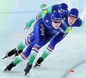 Subject: Ireen Wüst, Marije Joling, Marrit Leenstra; Tags: Athlet, Athlete, Sportler, Wettkämpfer, Sportsman, Damen, Ladies, Frau, Mesdames, Female, Women, Detail, Eisschnelllauf, Speed skating, Schaatsen, Ireen Wüst, Marije Joling, Marrit Leenstra, NED, Netherlands, Niederlande, Holland, Dutch, Sport, Team, Team Pursuit, Mannschaftslauf, Verfolgungsrennen, Jagdrennen, Mannschaftsverfolgung, Teamverfolgung; PhotoID: 2014-12-06-2433