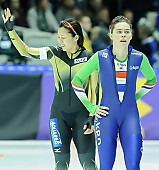 Subject: Floor van den Brandt, Maki Tsuji; Tags: Athlet, Athlete, Sportler, Wettkämpfer, Sportsman, Damen, Ladies, Frau, Mesdames, Female, Women, Eisschnelllauf, Speed skating, Schaatsen, Floor van den Brandt, JPN, Japan, Nippon, Maki Tsuji, NED, Netherlands, Niederlande, Holland, Dutch, Sport; PhotoID: 2015-02-14-0597