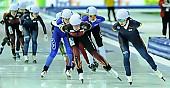 Subject: Bente Pflug, Bo-Reum Kim; Tags: Athlet, Athlete, Sportler, Wettkämpfer, Sportsman, Bente Kraus, Bo-Reum Kim, Damen, Ladies, Frau, Mesdames, Female, Women, Detail, Eisschnelllauf, Speed skating, Schaatsen, GER, Germany, Deutschland, KOR, South Korea, Südkorea, Mass Start, Sport; PhotoID: 2015-02-15-0663