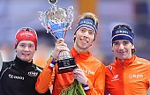 Subject: Bob de Jong, Jorrit Bergsma, Sverre Lunde Pedersen; Tags: Athlet, Athlete, Sportler, Wettkämpfer, Sportsman, Bob de Jong, Detail, Eisschnelllauf, Speed skating, Schaatsen, Herren, Men, Gentlemen, Mann, Männer, Gents, Sirs, Mister, Jorrit Bergsma, NED, Netherlands, Niederlande, Holland, Dutch, NOR, Norway, Norwegen, Objekte, Object, Gegenstand, Sache, Ding, Element, Thing, Entity, Unit, Pokal, Siegerehrung, Victory ceremony, Preisverleihung, Ehrung, Award ceremony, Award, Prize Giving, Sport, Sverre Lunde Pedersen; PhotoID: 2015-03-21-0457