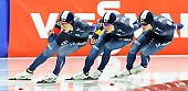 Subject: Cheol-Min Kim, Hyeong-Joon Joo, Seung-Hoon.88 Lee; Tags: Athlet, Athlete, Sportler, Wettkämpfer, Sportsman, Cheol-Min Kim, Detail, Eisschnelllauf, Speed skating, Schaatsen, Herren, Men, Gentlemen, Mann, Männer, Gents, Sirs, Mister, Hyeong-Joon Joo, KOR, South Korea, Südkorea, Seung-Hoon Lee, Sport, Team, Team Pursuit, Mannschaftslauf, Verfolgungsrennen, Jagdrennen, Mannschaftsverfolgung, Teamverfolgung; PhotoID: 2015-12-04-0765