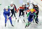 Subject: Heather Bergsma, Irene Schouten; Tags: USA, United States, Vereinigte Staaten von Amerika, Sport, NED, Netherlands, Niederlande, Holland, Dutch, Mass Start, Irene Schouten, Heather Bergsma, Eisschnelllauf, Speed skating, Schaatsen, Detail, Damen, Ladies, Frau, Mesdames, Female, Women, Athlet, Athlete, Sportler, Wettkämpfer, Sportsman; PhotoID: 2015-12-06-0882