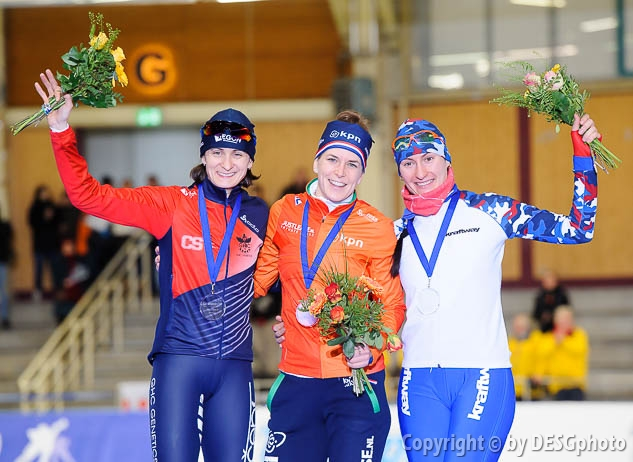 Anna Yurakova, Ireen Wüst, Martina Sáblíková; Tags: Sport, Siegerehrung, Victory ceremony, Preisverleihung, Ehrung, Award ceremony, Award, Prize Giving, RUS, Russian Federation, Russische Föderation, Russia, NED, Netherlands, Niederlande, Holland, Dutch, Martina Sablikova, Ireen Wüst, Eisschnelllauf, Speed skating, Schaatsen, Detail, Damen, Ladies, Frau, Mesdames, Female, Women, CZE, Czech Republic, Tschechische Republik, Tschechien, Athlet, Athlete, Sportler, Wettkämpfer, Sportsman, Anna Yurakova; PhotoID: 2017-01-29-0699