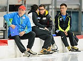 Subject: Peter Wild, Robert Lehmann, Uwe-Michael Hüttenrauch; Tags: Uwe-Michael Hüttenrauch, Trainer, Coach, Betreuer, Sport, Robert Lehmann, Peter Wild, Herren, Men, Gentlemen, Mann, Männer, Gents, Sirs, Mister, GER, Germany, Deutschland, Eisschnelllauf, Speed skating, Schaatsen, Athlet, Athlete, Sportler, Wettkämpfer, Sportsman; PhotoID: 2017-10-28-0598