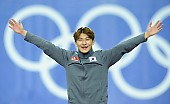 Subject: Jae-Woong Jeong; Tags: Siegerehrung, Victory ceremony, Preisverleihung, Ehrung, Award ceremony, Award, Prize Giving, KOR, South Korea, Südkorea, Jae-Woong Jeong, Herren, Men, Gentlemen, Mann, Männer, Gents, Sirs, Mister, Eisschnelllauf, Speed skating, Schaatsen, Detail, Athlet, Athlete, Sportler, Wettkämpfer, Sportsman, Sport; PhotoID: 2018-03-09-0586