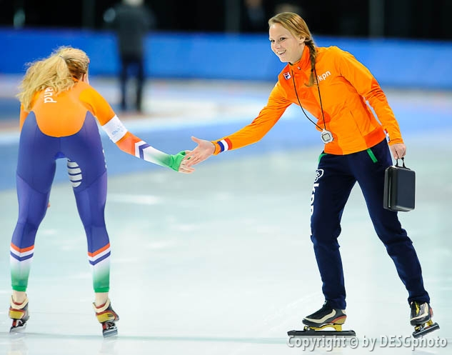 Jetske Wiersma, Michelle de Jong; Tags: Trainer, Coach, Betreuer, Sport, NED, Netherlands, Niederlande, Holland, Dutch, Michelle de Jong, Jetske Wiersma, Eisschnelllauf, Speed skating, Schaatsen, Damen, Ladies, Frau, Mesdames, Female, Women, Athlet, Athlete, Sportler, Wettkämpfer, Sportsman; PhotoID: 2018-03-09-0621