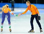 Subject: Jetske Wiersma, Michelle de Jong; Tags: Trainer, Coach, Betreuer, Sport, NED, Netherlands, Niederlande, Holland, Dutch, Michelle de Jong, Jetske Wiersma, Eisschnelllauf, Speed skating, Schaatsen, Damen, Ladies, Frau, Mesdames, Female, Women, Athlet, Athlete, Sportler, Wettkämpfer, Sportsman; PhotoID: 2018-03-09-0621