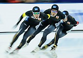 Subject: Kohki Takamizawa, Riki Hayashi, Taishi Yamamoto; Tags: Team, Team Pursuit, Mannschaftslauf, Verfolgungsrennen, Jagdrennen, Mannschaftsverfolgung, Teamverfolgung, Taishi Yamamoto, Sport, Riki Hayashi, Kohki Takamizawa, JPN, Japan, Nippon, Herren, Men, Gentlemen, Mann, Männer, Gents, Sirs, Mister, Eisschnelllauf, Speed skating, Schaatsen, Detail, Athlet, Athlete, Sportler, Wettkämpfer, Sportsman; PhotoID: 2018-03-11-0205