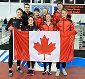 Subject: Alexa Scott, Brooklyn MacDougall, Béatrice Lamarche, Connor Howe, David Larue, Gabrielle Jelonek, Kaleb Muller, Tyson Langelaar; Tags: Béatrice Lamarche, Brooklyn MacDougall, Athlet, Athlete, Sportler, Wettkämpfer, Sportsman, Alexa Scott, Eisschnelllauf, Speed skating, Schaatsen, Detail, David Larue, Damen, Ladies, Frau, Mesdames, Female, Women, Connor Howe, CAN, Canada, Kanada, Objekte, Object, Gegenstand, Sache, Ding, Element, Thing, Entity, Unit, Kaleb Muller, Herren, Men, Gentlemen, Mann, Männer, Gents, Sirs, Mister, Gruppenfoto, Group shot, Gruppe, Gruppenbild, Gruppenaufnahme, Group photo, Gabrielle Jelonek, Fahne, Flag, Tyson Langelaar, Sport; PhotoID: 2018-03-11-0432
