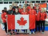 Subject: Alexa Scott, Brooklyn MacDougall, Béatrice Lamarche, Connor Howe, David Larue, Gabrielle Jelonek, Kaleb Muller, Tyson Langelaar; Tags: Béatrice Lamarche, Brooklyn MacDougall, Athlet, Athlete, Sportler, Wettkämpfer, Sportsman, Alexa Scott, Eisschnelllauf, Speed skating, Schaatsen, Detail, David Larue, Damen, Ladies, Frau, Mesdames, Female, Women, Connor Howe, CAN, Canada, Kanada, Objekte, Object, Gegenstand, Sache, Ding, Element, Thing, Entity, Unit, Kaleb Muller, Herren, Men, Gentlemen, Mann, Männer, Gents, Sirs, Mister, Gruppenfoto, Group shot, Gruppe, Gruppenbild, Gruppenaufnahme, Group photo, Gabrielle Jelonek, Fahne, Flag, Tyson Langelaar, Sport; PhotoID: 2018-03-11-0436